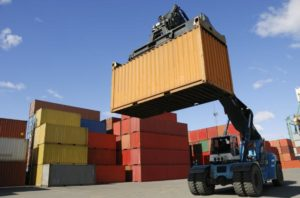 loading containers at ocean freight dock